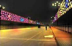环境装饰设计:桥上.心心灯饰